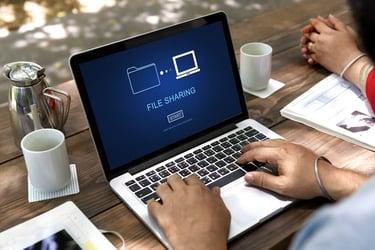 ファイル共有の方法とそれぞれのメリット、デメリット