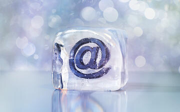 メール誤送信の原因とそれによる情報漏えいを防ぐ対策とは?